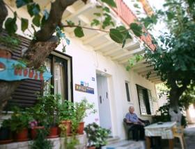 NIKOS HOUSE IMG_4963