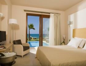 Sea front suite-Bedroom